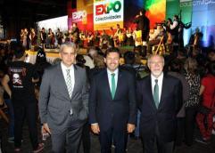Dobarro Miranda y Mira frente al escenario