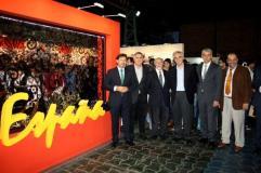 Stand de España con el Embajador y SXE