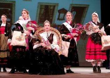 BLOG 12 de Octubre 2018 Elección de la Reina y Princesas de la Colectividad